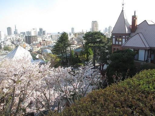 北野天満神社の境内から見た風見鶏の館