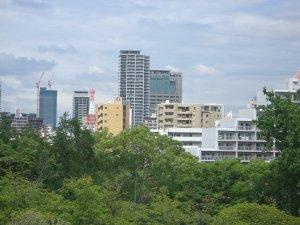 大倉山公園の中央部の丘からの神戸の町並み