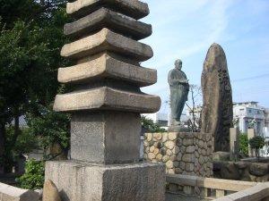 清盛塚(十三重の塔)