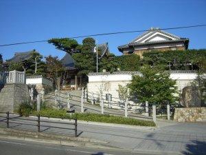 現光寺を前の道から見ました