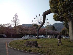 隣の王子動物園の観覧車
