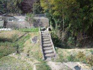 小さな石の階段と石の橋