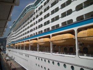 豪華客船の真横から写真