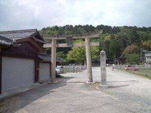 六条八幡神社へやってきました