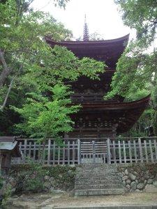 六条八幡神社の三重塔です