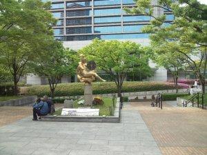 東遊園地 マリーナ像