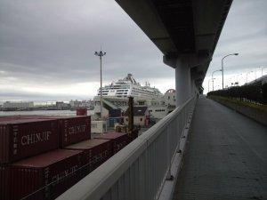 歩いてポートターミナルへ