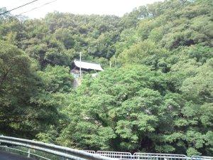 山の中腹のお寺