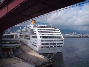 神戸大橋から豪華客船をパチリ