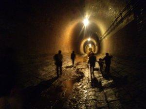 湊川隧道 黄金色の光