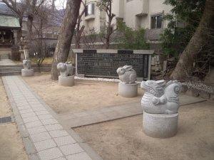 十二支の干支の石像