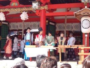 餅まき神事と神戸・清盛隊