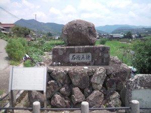 丹生山田の新兵衛石