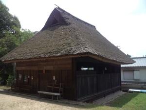 下谷上・天津彦根神社境内の農村歌舞伎舞台