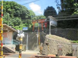 箕谷神社は箕谷駅の奥にあります