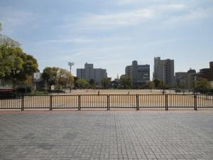 湊川公園を北側から南を見る