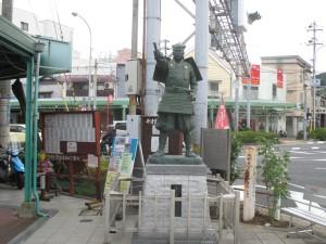 平野商店街の「平清盛の像」