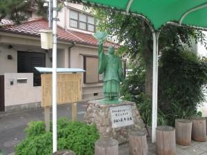 平野商店街の「浄海入道 平清盛像」